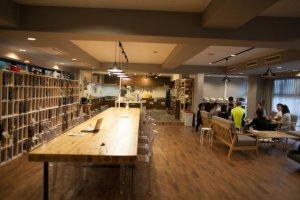 Không gian rộng rãi của phòng bếp và phòng ăn tại Higako sport
