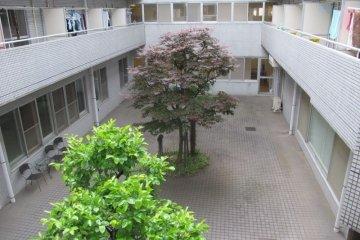 The courtyard at Comfort Tama Plaza