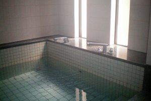 The relaxing public bath at Oakhouse Kamata 260