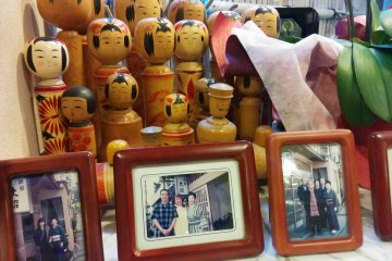 <p>Kokeshi dolls with photos of family and friends of the ryokan&nbsp;add a bit of charm</p>