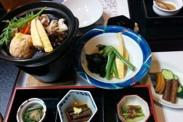 <p>The mountain vegetables cuisine option is full of nutrients and flavor</p>
