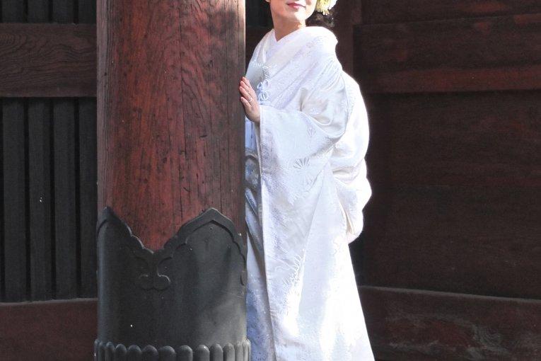 Hai lễ cưới tại chùa Myohon thanh tịnh