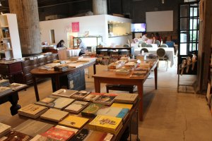 The book shop and the café of the Bankart NY are good places to take a break
