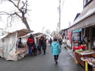 ตลาดเช้าริมฝั่งแม่น้ำมิยะกะวะ ที่ทะคะยะมะ