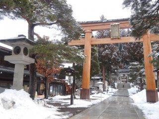 ประตูโทริของศาลเจ้าซากุระยะมะ ฮะชิมัน-กุ