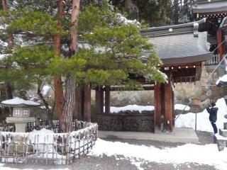 อ่างหินของศาลเจ้าซากุระยะมะ ฮะชิมัน-กุ