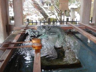 มังกรในอ่างน้ำของศาลเจ้าซากุระยะมะ ฮะชิมัน-กุ