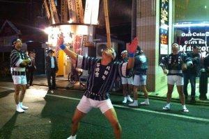 Matsuri master balancing a five meter pole