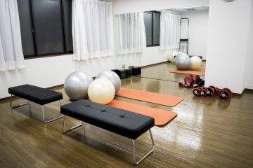 <p>设备齐全的运动室。</p>