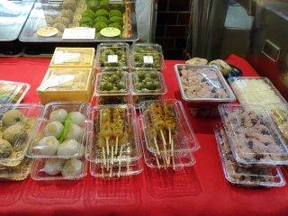 ขนมโมจิและขนมดังโกะ ดูน่ากิน