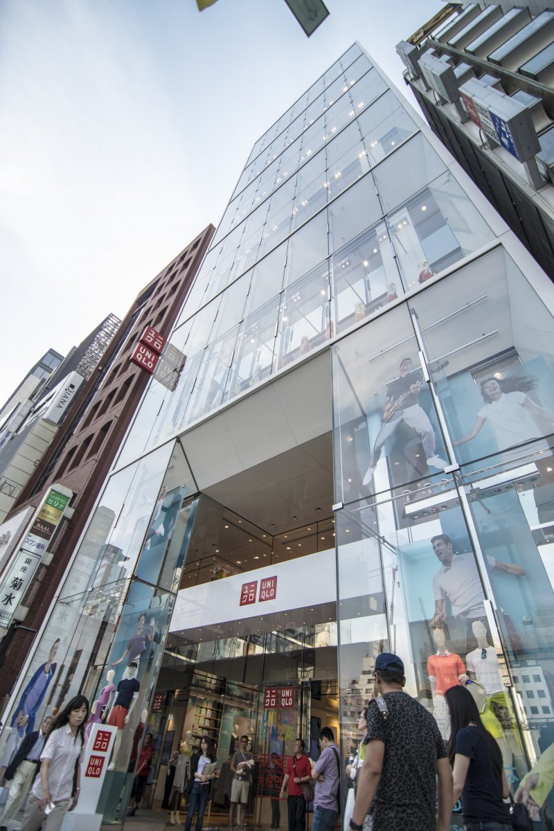 <p>The entirely transparent glass facade of UNIQLO Ginza with rows upon rows of revolving mannequins, making for a hypnotic installation.</p>