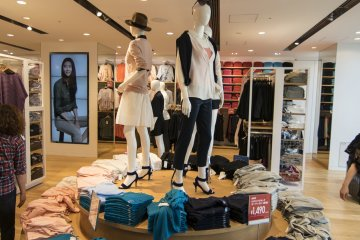 <p>3F : More ladies&#39; clothings. UNIQLO is known for its no-fuss designs, even for Women&#39;s apparel.</p>