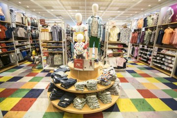<p>7F : The kid&#39;s section is brightly coloured and carpeted, welcoming children to stay while they parents shop on their behalf.</p>