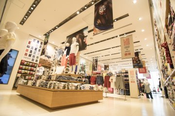 <p>12F : This level also happens to be the largest and tallest of them all, allow for some very unique displays as UNIQLO Ginza sees fit.</p>