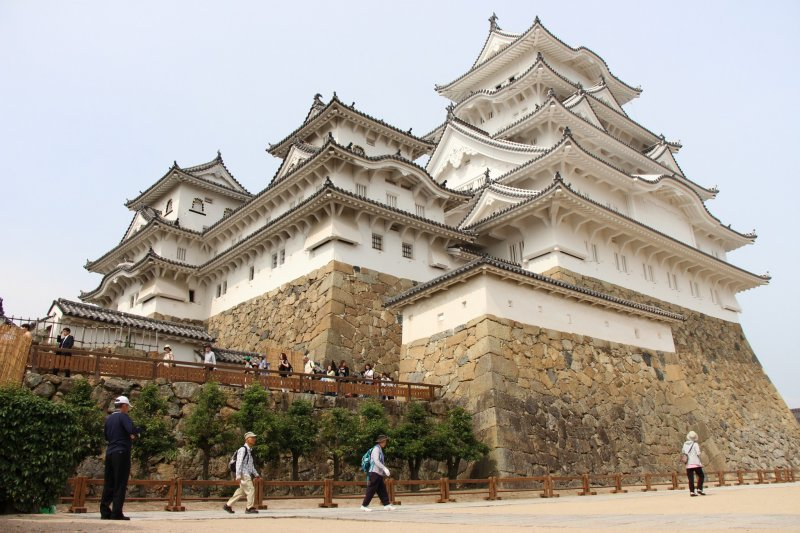 В течении долгих лет замок Химэдзи выдержал многие реставрационные работы в разных частях его сооружения, как на уровне фасада и крыши, так и на уровне каркаса