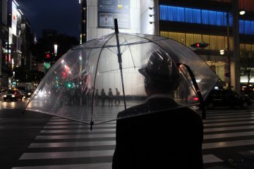 <p>The see-through umbrella is perfect to shoot through, here capturing people on the other side</p>