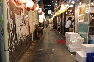 <p>Rows of lanterns illuminate the tight paths&nbsp;</p>