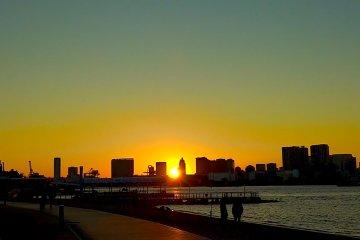 お台場 海辺の夕日