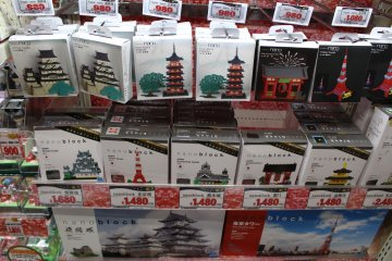 <p>Build some of your favorite Japan attractions</p>