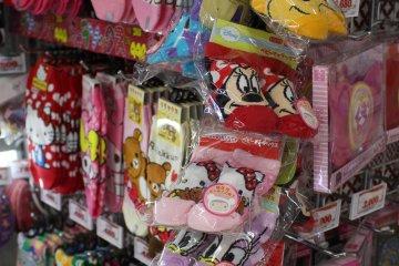 <p>各種花色的襪子有小孩和大人的</p>