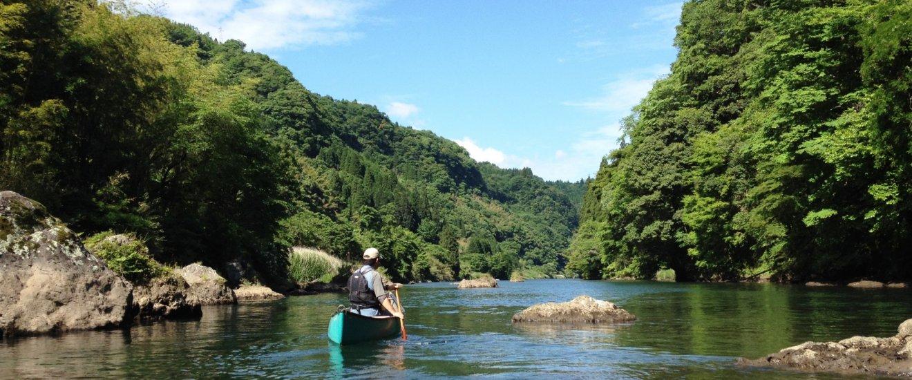 カヌーイストの野田知佑は、バドルでひとかきする毎に景色が違って見えると椎名誠に語ったという。