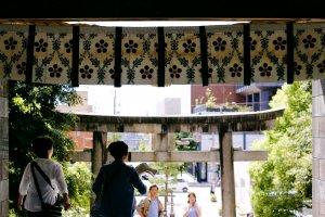 The main west facing entrance of Oyama Shrine.