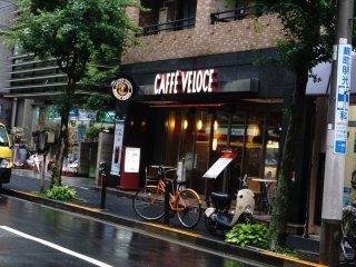 Salah satu gerai Cafe Veloce yang berada di Hanzomon, 2 station dari Shibuya,