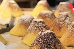 The melon bread in the shape of Fuji