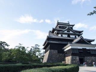 Et bien sûr l'attraction numéro 1 de la ville est le château de Matsue, l'un des douze derniers châteaux originaux du Japon, qui a vu défiler l'histoire prestigieuse de Matsue