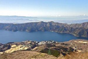 駒ヶ岳から芦ノ湖を見下ろす