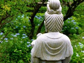카논 동상뒤에서 찍은 사진
