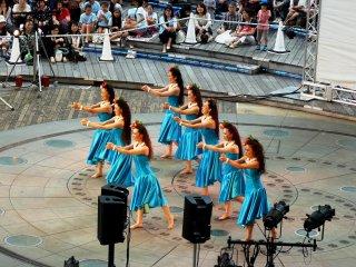 В групповых выступлениях есть три категории: девочки, девушки и женщины