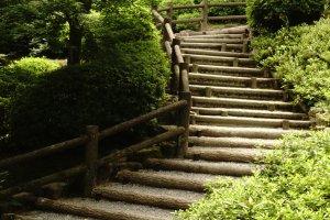 Salah satu jalan masuk meuju taman utama Sogenchi Garden