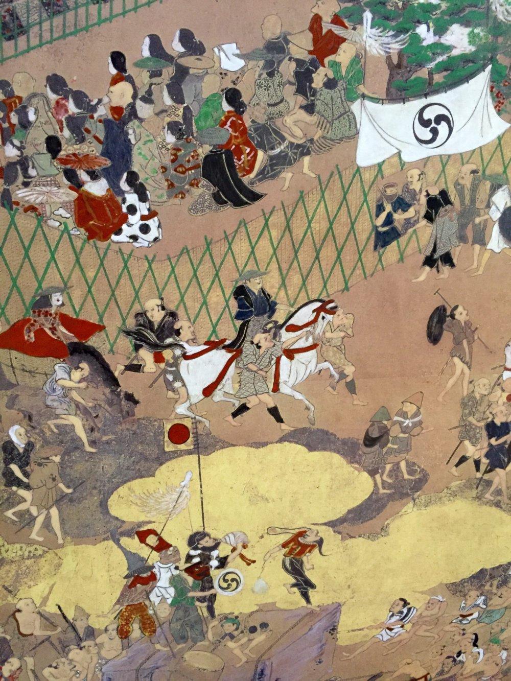 Традиционная японская ширма показывает сцены из жизни в период Эдо. Фото крупным планом