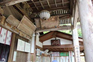 <p>The woodwork architecture of the Main Hall&#39;s veranda</p>