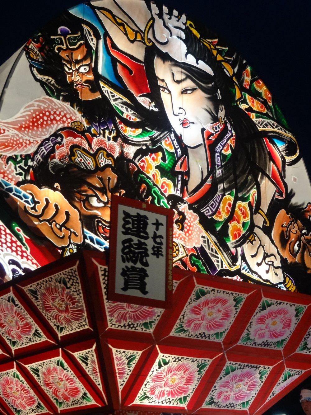 Gros plan sur l'un des chars du Neputa matsuri d'Hirosaki