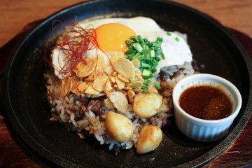 <p>Meat Garlic Rice &ndash; one of many Meat Bowls available</p>