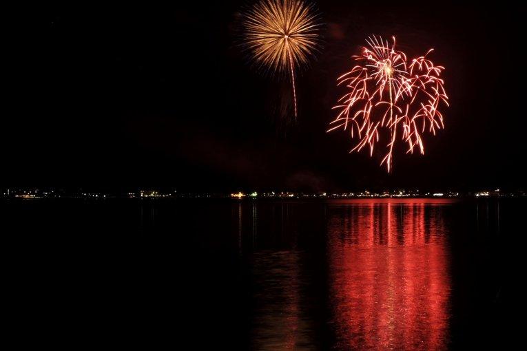 Праздник фейерверков на озере Яманака