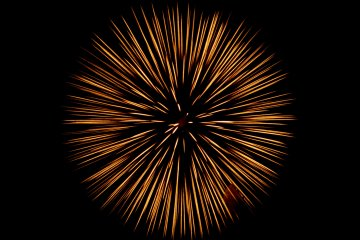 <p>Slow shutter of one of the larger high-altitude fireworks&nbsp;</p>