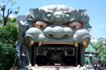 Lions and Dragons at Yasaka Shrine