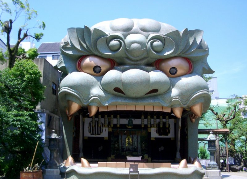With a giant lion, this must be one of the coolest and funkiest shrines in all of Japan, if not, at least one of the top 10 shrines to visit.