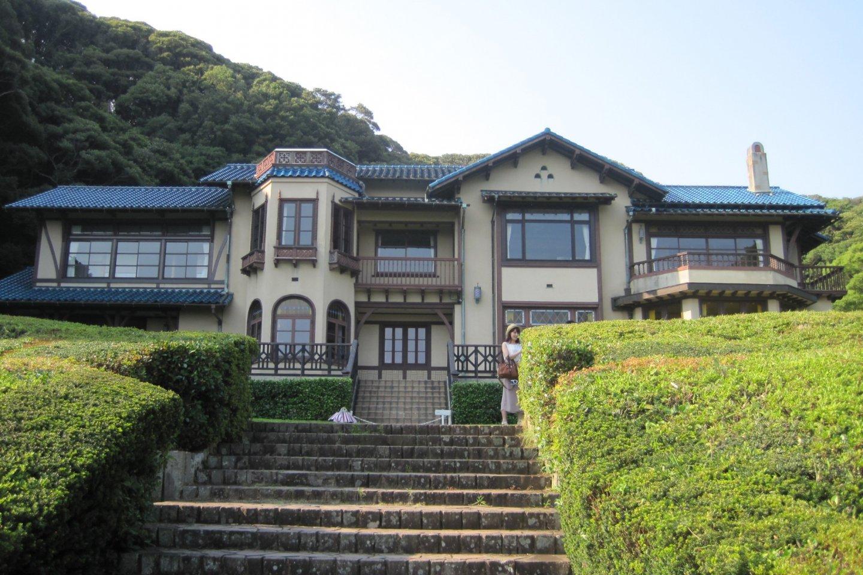 Le musée est une charmante villa de style occidental qui a autrefois servi de maison de vacances à l\'ancien Premier Ministre Eisaku Sato