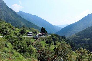 <p>A tiny mountain village south of Tamaki Shrine</p>
