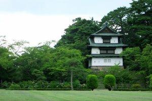 Kubah Tatsumi di area Taman Kastil Hirosaki