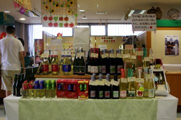 <p>The liquors which is made from apple cider.</p>