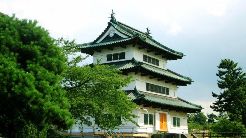 <p>Hirosaki Castle in summertime</p>