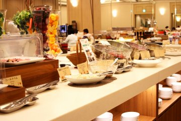 <p>Buffet with large selection of delicious food</p>