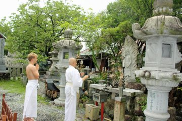 <p>Praying in front of Fudomyo, the deity of discipline, before the ritual</p>
