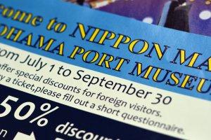 Aha! Turis asing akan mendapat potongan harga tiket masuk.