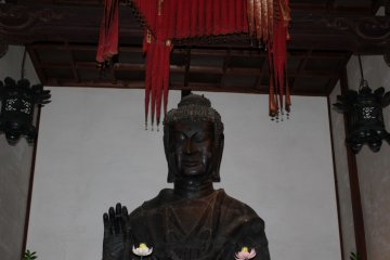 <p>A closer look at&nbsp; the Buddha</p>